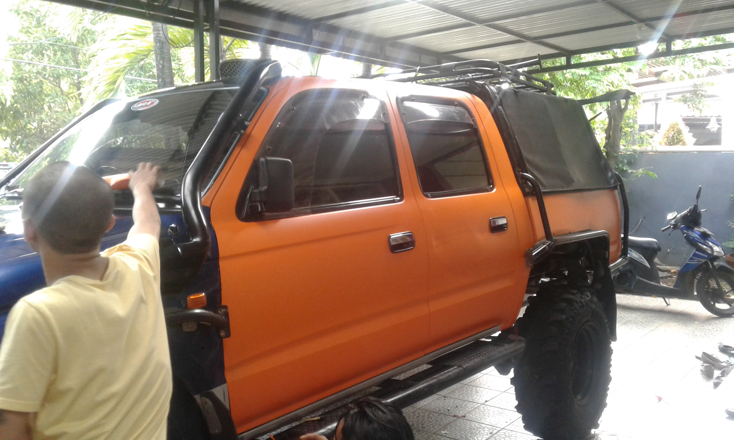 Wrapping Mobil Offroad