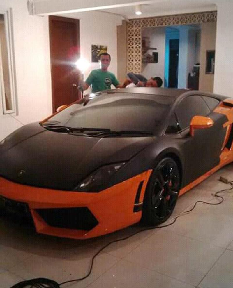 Wrapping Mobil Lamborghini