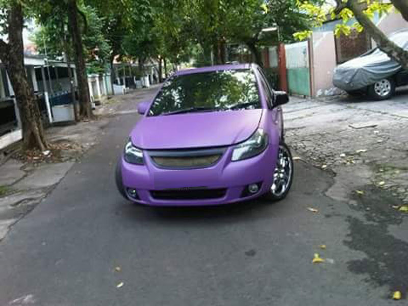 Wrapping Mobil Sedan